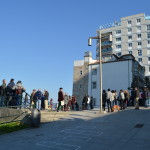 A xente comeza a chegar á oliveira, o punto de partida do paseo