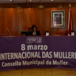 A Concelleira de Igualdade Uxía Blanco introduce ás representantes do Consello Municipal da Muller
