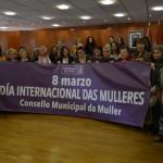 Representantes do Consello da Muller e mulleres do público