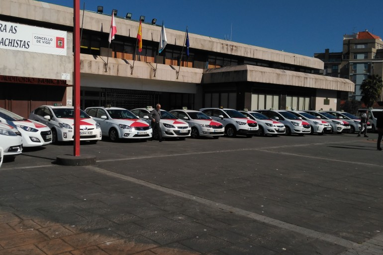 Presentación nueva flota de taxis de Vigo - slide 1