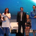 Recollida do galardón de Ledicia Costas e Noa García, en nome do seu pai Antonio García Teijeiro