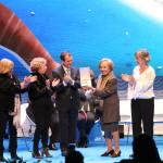 Recollida da medalla da cidade polo colectivo Diálogos 90