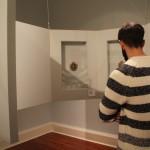 """""""Os rostros da memoria"""": organizada a modo de gabinete con obras de pequenas dimensións coas que cobra pleno sentido o valor dos retratos."""