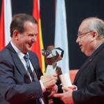 25 aniversario Hospital Meixoeiro recolle o galardón D. Juan Mota Varela