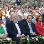 Pregoeiro Antón Pulido e alcalde Abel Caballero entre o público asistente