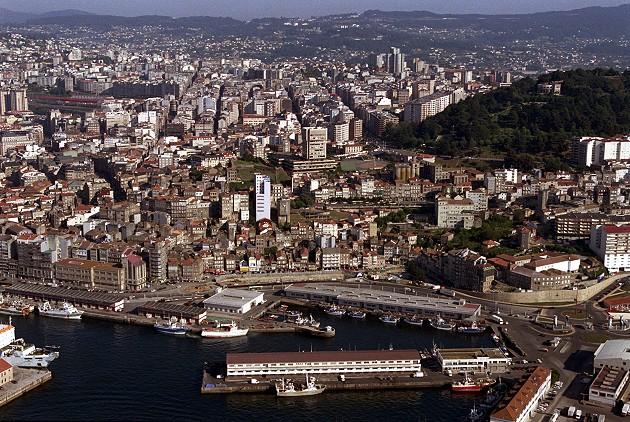 Vistas aéreas da cidade de Vigo - slide 2