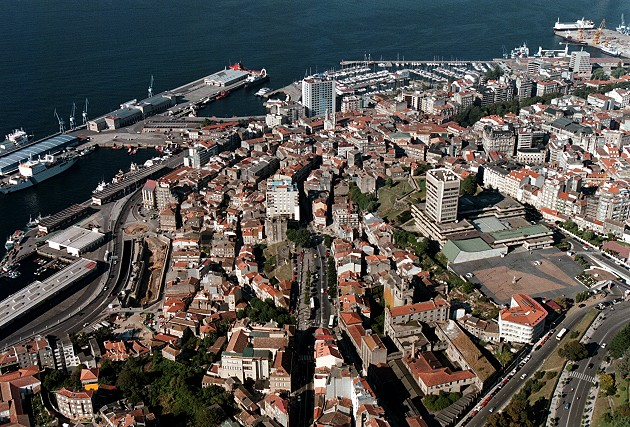 Vistas aéreas da cidade de Vigo - slide 1