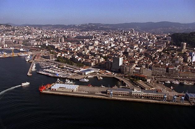 Vistas aéreas da cidade de Vigo - slide 3