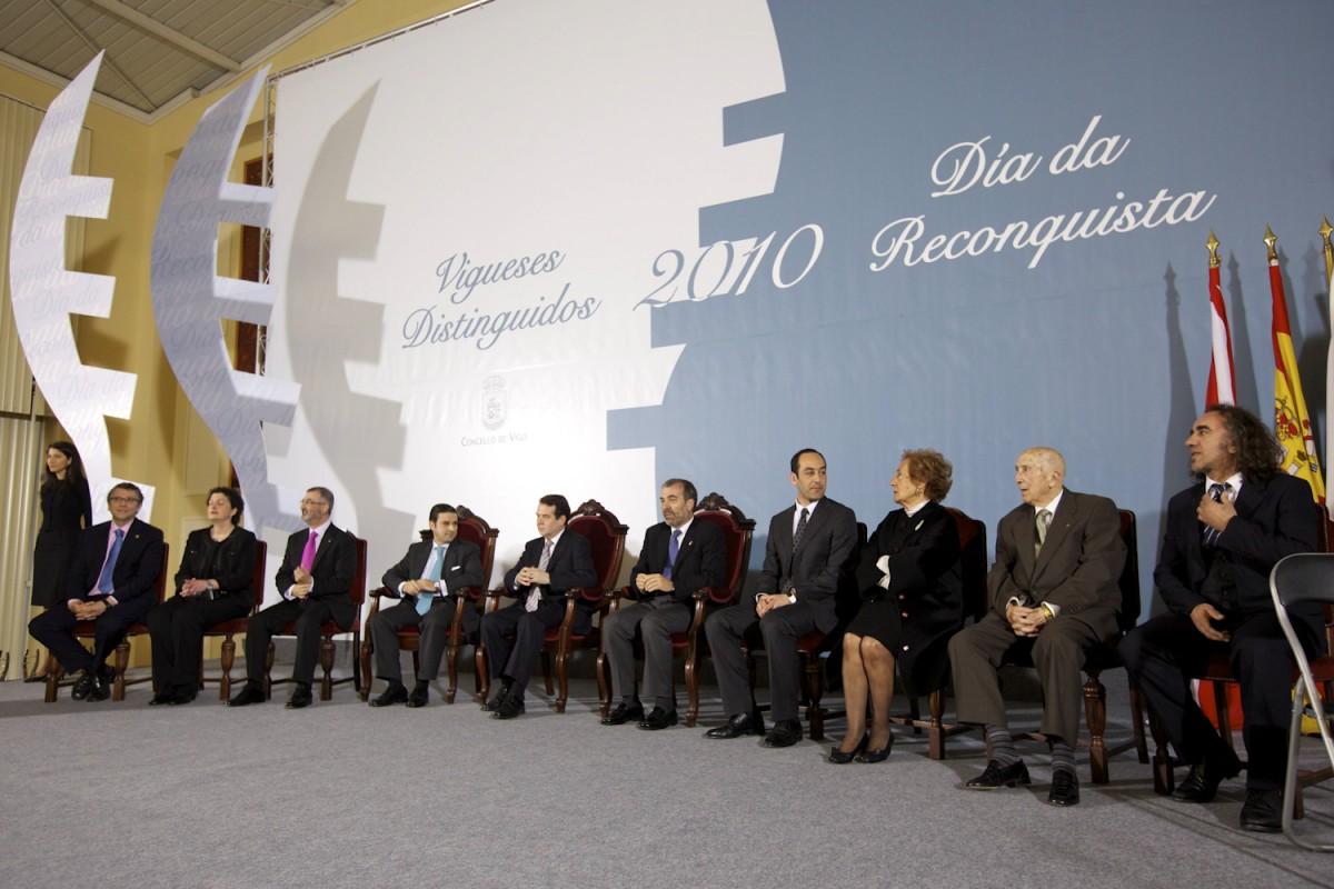 Reconquista 2010, nomeamento Vigueses Distinguidos e Medalla da Cidade - slide 1